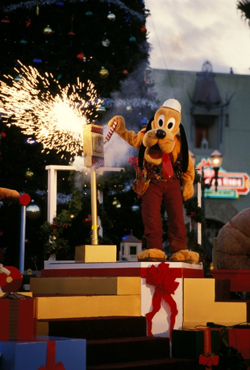Pluto powering up the tree at Disney-MGM Studios in the 1980s.